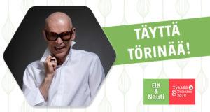 Jorma Uotinen valkoisessa kauluspaidassa hymyillen naamallaan tummat aurinkolasit vierellään Elä & Nauti | Tykkää & Tuhulaa -tapahtuman logo